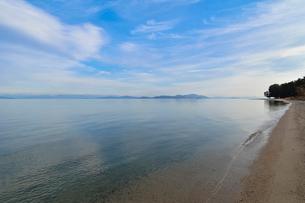 白ひげ浜と琵琶湖と沖島の写真素材 [FYI01778339]