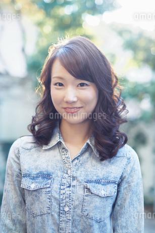 ミディアムヘアの爽やかな女性の写真素材 [FYI01778396]