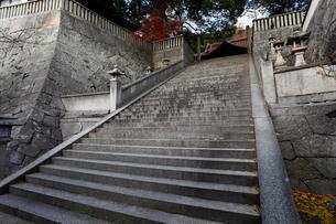 12月初冬 御袖(みそで)天満宮 -映画の舞台となった石段-の写真素材 [FYI01778433]