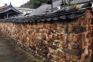 3月春 有田焼のトンバイ塀の写真素材 [FYI01778531]