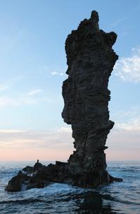 10月 隠岐のローソク岩-隠岐の風物詩の写真素材 [FYI01778655]