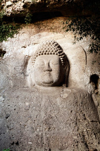 11月 夕暮れの熊野磨崖仏の写真素材 [FYI01778679]