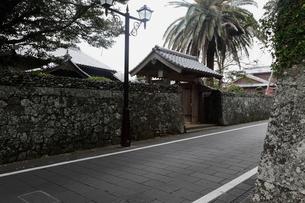 11月 五島列島福江市の武家屋敷通りの写真素材 [FYI01778748]