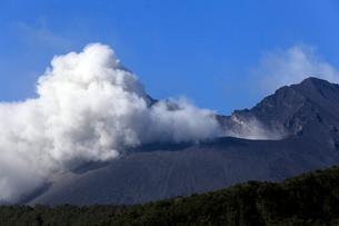 1月 黒神から間近に見た桜島南岳の噴火の写真素材 [FYI01778842]