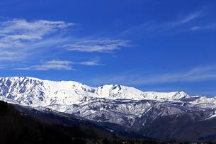 4月春,白馬村から見た残雪の北アルプスの写真素材 [FYI01778880]
