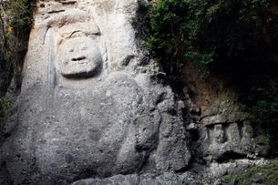 11月 夕暮れの熊野磨崖仏の写真素材 [FYI01778890]