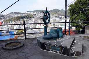 2月,長崎の坂本龍馬ブーツ像の写真素材 [FYI01779042]