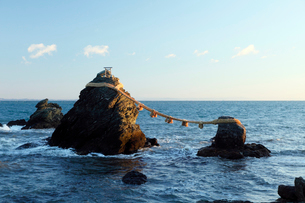 12月歳末 夜明けの夫婦岩-伊勢二見浦の写真素材 [FYI01779068]