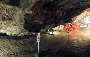 5月,宮崎県日南海岸の鵜戸(うど)神宮のお乳岩の写真素材 [FYI01779103]
