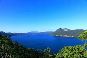 第一展望台から見た摩周湖の写真素材 [FYI01779112]