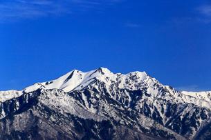 4月,信州大町から見た残雪の北アルプスの写真素材 [FYI01779221]