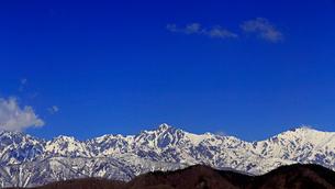 4月,信州小川村から見た残雪の北アルプスとの写真素材 [FYI01779241]