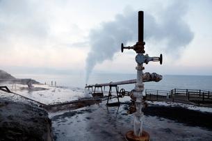 1月 山川製塩工場跡地に噴き出す高温水蒸気の写真素材 [FYI01779242]