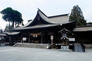 11月 阿蘇神社の拝殿の写真素材 [FYI01779249]