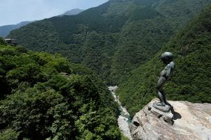 7月の祖谷(いや)渓 四国の夏景色の写真素材 [FYI01779400]
