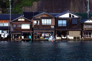 12月 伊根舟屋-漁村の伝統的家並み-の写真素材 [FYI01779667]