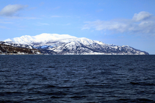 2月 雪の知床半島 -冬の北海道-の写真素材 [FYI01779802]