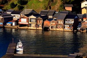 12月 伊根舟屋-漁村の伝統的家並み-の写真素材 [FYI01779827]