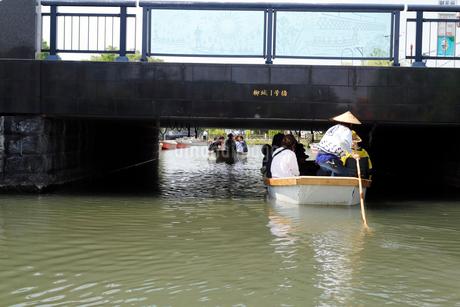 5月 緑の柳川川下りの写真素材 [FYI01779833]