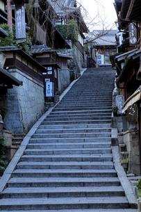 1月 冬の産寧坂(三年坂)の写真素材 [FYI01779861]