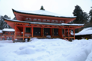 1月 雪化粧の阿弥陀堂 比叡山延暦寺東塔の写真素材 [FYI01779924]