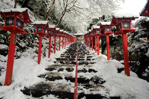 2月 雪化粧の貴船神社-京都の冬-の写真素材 [FYI01779929]