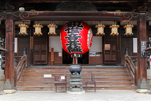 11月 紅葉の楊谷(ようこく)寺(柳谷観音)の写真素材 [FYI01779963]