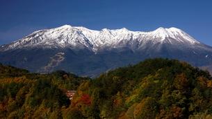 14月 冠雪の御嶽山の写真素材 [FYI01780090]