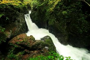10月 三ツ滝 御嶽山の滝 の写真素材 [FYI01780105]
