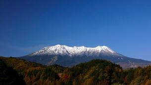 13月 冠雪の御嶽山の写真素材 [FYI01780124]