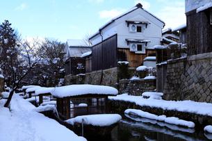 1月 雪景色の近江八幡掘の写真素材 [FYI01780148]