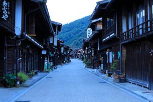 9月 朝の奈良井宿の写真素材 [FYI01780176]