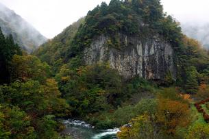 10月  秋の厳立峡の写真素材 [FYI01780222]