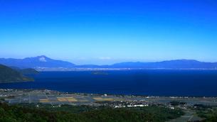 5月 高所から奥琵琶湖を遠望するの写真素材 [FYI01780232]