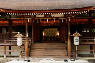 5月 新緑の宇治上神社の写真素材 [FYI01780351]
