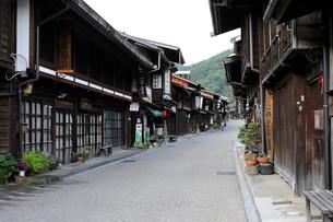 9月 朝の奈良井宿の写真素材 [FYI01780365]