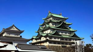 1月冬 雪模様の名古屋城の写真素材 [FYI01780384]