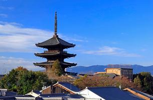 1月 冬の八坂塔-京都東山の風景の写真素材 [FYI01780477]