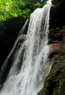 7月  雷滝 マイナスイオンの裏見の滝の写真素材 [FYI01780824]
