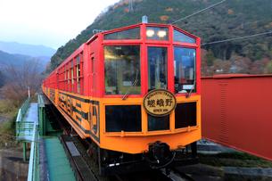 12月 保津川のトロッコ列車の写真素材 [FYI01780886]
