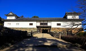 1月 青空の彦根城 太鼓門と続櫓の写真素材 [FYI01780948]
