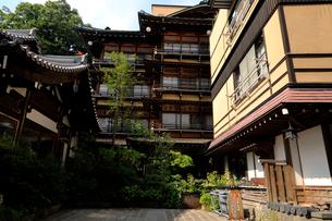 7月 渋温泉 信州の温泉街の写真素材 [FYI01781041]