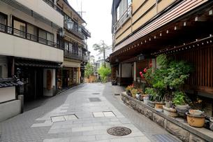 7月 渋温泉 信州の温泉街の写真素材 [FYI01781066]