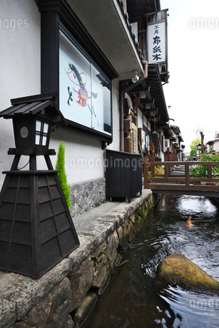 瀬戸川と白壁土蔵街の写真素材 [FYI01781414]