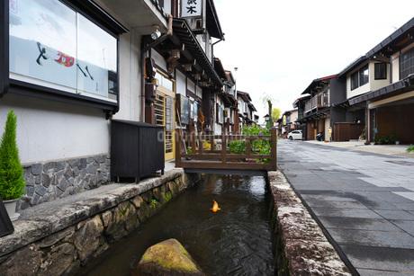 瀬戸川と白壁土蔵街の写真素材 [FYI01781647]