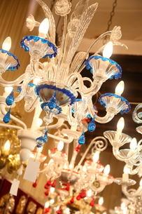 ベネチアン・グラスのシャンデリアの写真素材 [FYI01782320]