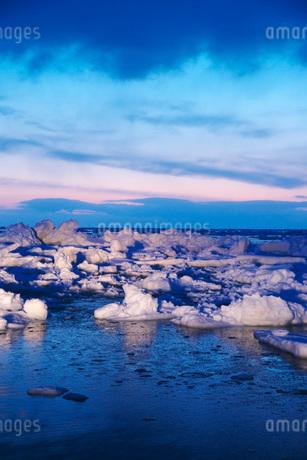 野付半島の朝の流氷の写真素材 [FYI01782324]