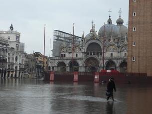 海面上昇により浸水したサンマルコ広場の写真素材 [FYI01782460]