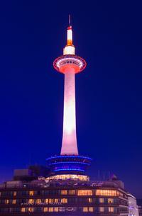 京都タワーの夕景の写真素材 [FYI01782469]