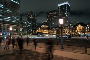 夜の東京駅丸の内口の写真素材 [FYI01782490]